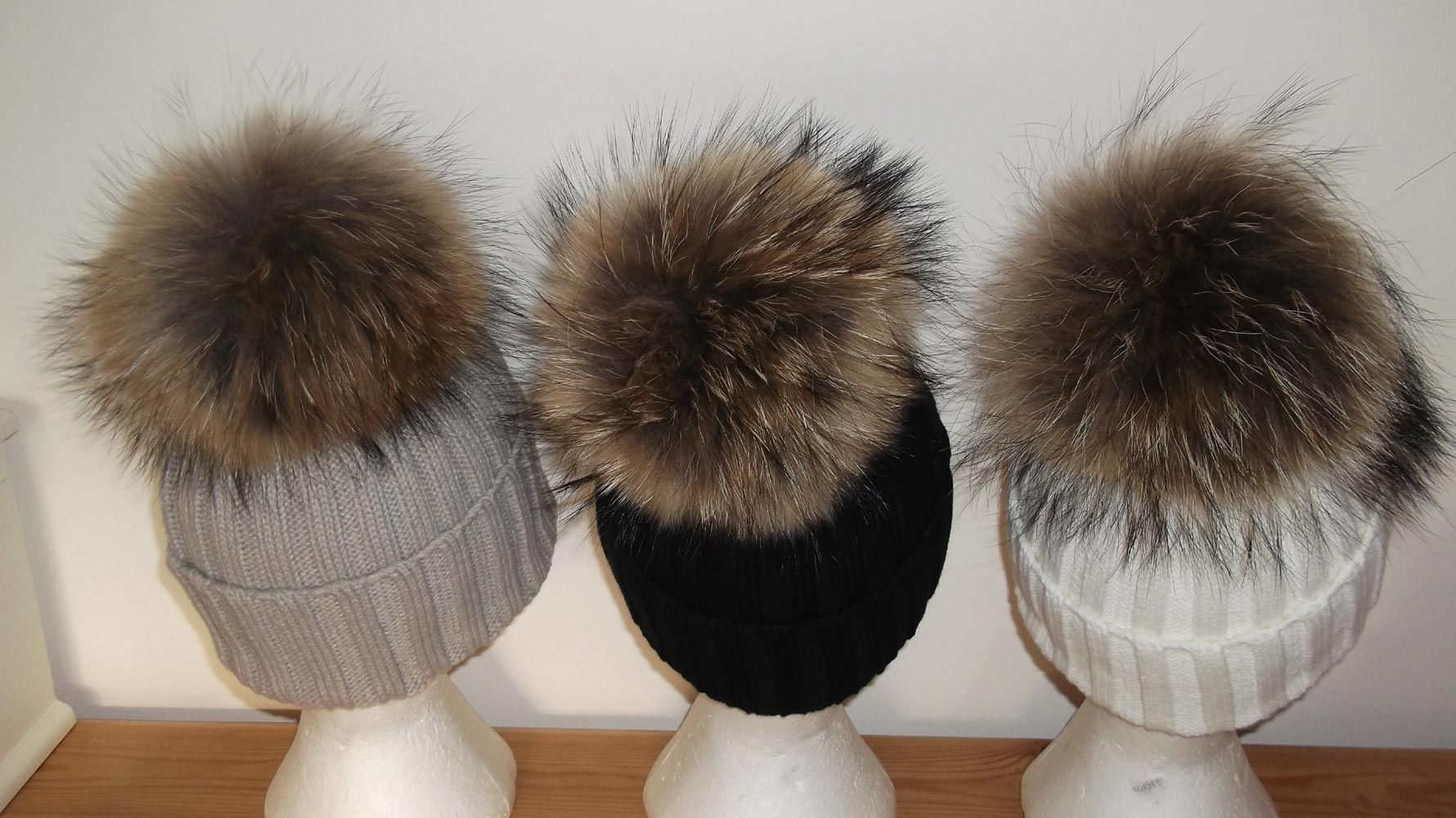 Real Raccoon Fur Pom Beanie Hat Large 18-24cm Pom 57898599f96